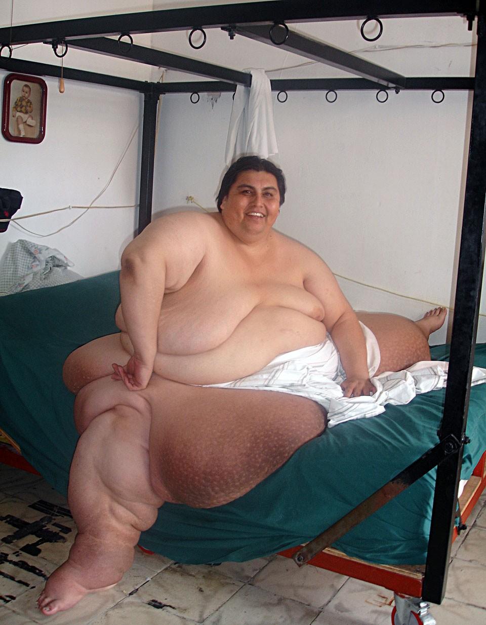 Бурно кончает фото жирные голые телки